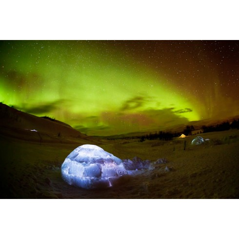 Northern light igloo